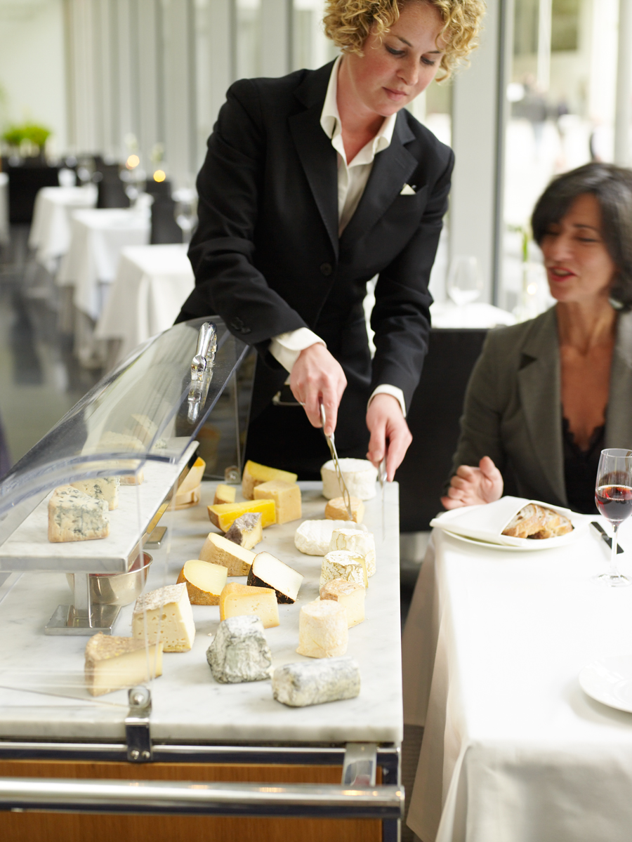 20090930_The-Modern_cheese-cart_017790
